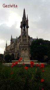 Notre Dame Arka Bahçe
